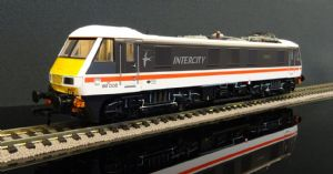32-610 Class 90 90005 'Financial Times' DCC Fitted